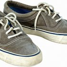 Cómo hacer que la suela de una zapatilla deportiva se aclare