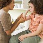 Como fazer com que uma criança pare de arrancar as cascas de um machucado