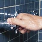 Como remover torneiras que não têm parafusos em um chuveiro