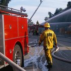 ¿Qué tipos de equipo usan los bomberos?