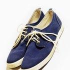 Cómo suavizar los zapatos de lona