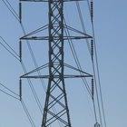¿Qué causa la resistencia eléctrica de los metales?
