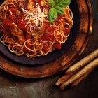 Cómo sacar una mancha de salsa de espaguetis de la ropa