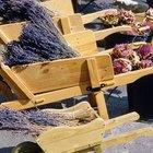 Cómo construir una carretilla de madera para flores