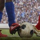 Como remover arranhões de chuteiras de futebol