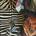 ¿Qué otros colores se ven bien con un estampado de cebra en una sala de estar o un dormitorio?
