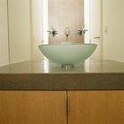 Cómo limpiar manchas de agua dura en lavabos tipo vasija de vidrio
