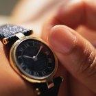 ¿En qué mano llevan el reloj las mujeres?