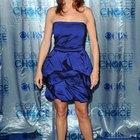 ¿Qué llevar con un vestido azul marino?