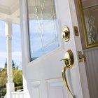 Cómo reparar una puerta exterior que no se cierra completamente