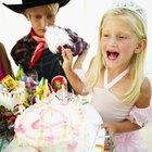 How to Put Fondant on a Heart-Shaped Cake