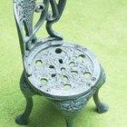 Cómo quitar óxido y pintura de las sillas de hierro para exteriores