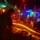 Cómo contratar a un gran DJ para una fiesta de adolescentes