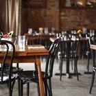 ¿Cuáles son las tareas que se deben realizar al abrir y cerrar un restaurante?