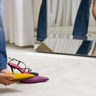 Cómo debo usar zapatos bajos de color amarillo mostaza esta primavera