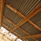 ¿Qué tipo de sellador de techo necesito para sellar los agujeros de los clavos en un techo de chapas?