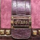 Cómo distinguir entre un bolso o una cartera GUESS auténtica y una falsa
