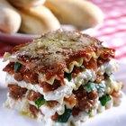 ¿Con qué se acompaña la lasagna de pollo especiado?