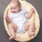 Cómo quitar manchas de caca de un enterizo para bebé