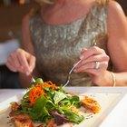 Saladas verdes que combinam com ensopados de frutos do mar