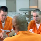 Cómo escribir correctamente una carta para alguien que está en prisión