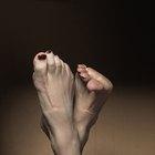 ¿Qué causa las uñas de los dedos de los pies gruesas en los humanos?