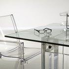 ¿Que puedes utilizar para sostener el vidrio de tu mesa en su lugar?