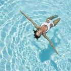 Quanto a evaporação tira de água de uma piscina?