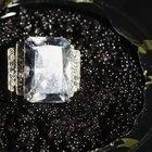 Diamantes que possuem uma cor leitosa