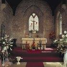 Cómo decorar un altar de iglesia católica para Navidad