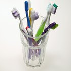 Cómo limpiar un cepillo de dientes para quitarle las bacterias