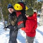 Consideraciones especiales de equipo para hacer excursionismo en invierno