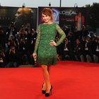 Cómo combinar accesorios con un vestido verde esmeralda