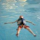 Como nadar usando um colete salva-vidas