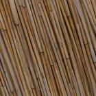 Cómo decorar las paredes con palos de bambú secos