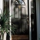 Cómo arreglar una grieta en una puerta exterior de madera