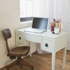 Shabby chic: how to paint a black desk