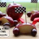 Cómo hacer autos de carreras con frutas para los niños