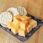 Como cortar queijo em cubos