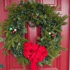 Cómo hacer un adorno para decorar tu puerta de navidad