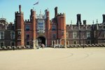London Sightseeing in Hampton Court