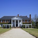 A mansion in South Carolina offers a fantastic vision of Southern charm