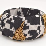 Dress up an old bangle with bold patterned fabric scraps.