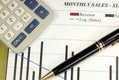 ¿Qué elementos deberían incluirse en un presupuesto para iniciar un pequeño negocio?