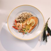 A meal with pink salmon and rice is rich in B vitamins and antioxidants.