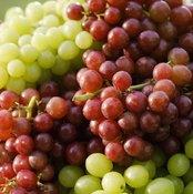 For people suffering from diseases of the bowel, eating grapes has both pros and cons.