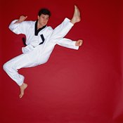 Spinning kicks and kicks to the head are scored higher than basic attacks.