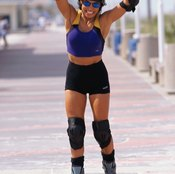 Well-fitting skates and pads help prevent rollerblade injuries.