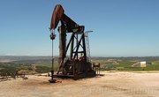 How Oil Derrick Pumps Work