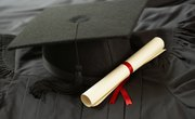 Difference Between a Graduate Certificate, a University Certificate & a Bachelor's Degree